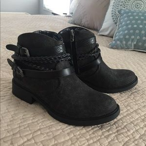 Ladies Side-Zip Ankle Boots